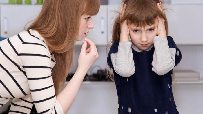 Evite alzar la voz a sus hijos