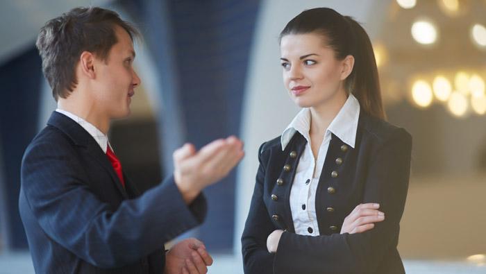 ¿Cuánto tiempo es prudente mirar a alguien mientras le hablas?