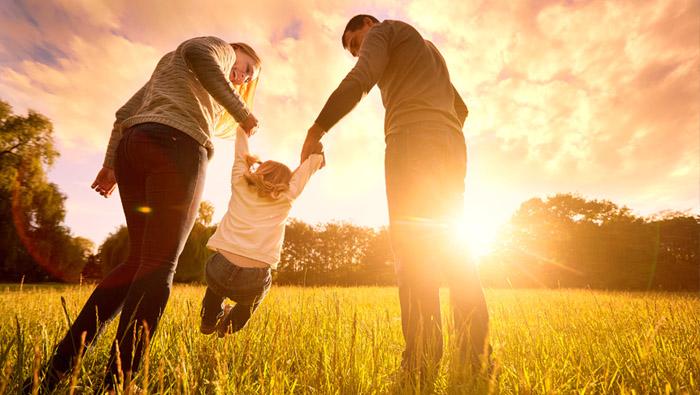 Las familias felices se comprometen y comunican El Exito